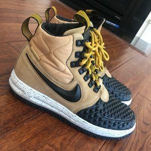 Nike Air Force 1 Men's boot/high top 7.5